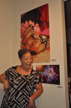 Claudette Miller and Holle Thee Maxwell's hand - Photo Lynn Orman Weiss